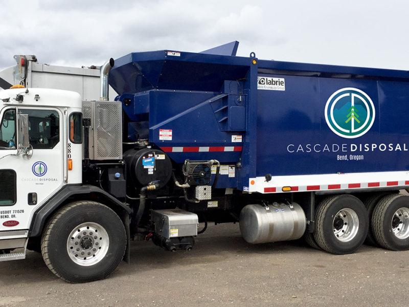 Cascade-Disposal-truck